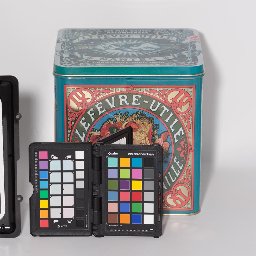 Mire ColorChecker  mini 24 plages en photo de studio